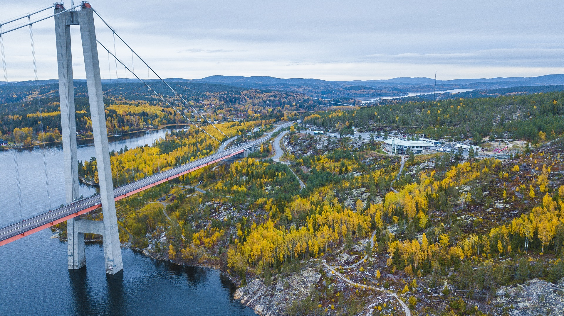 The High Coast bridge and Hornöberget during autumn colours.